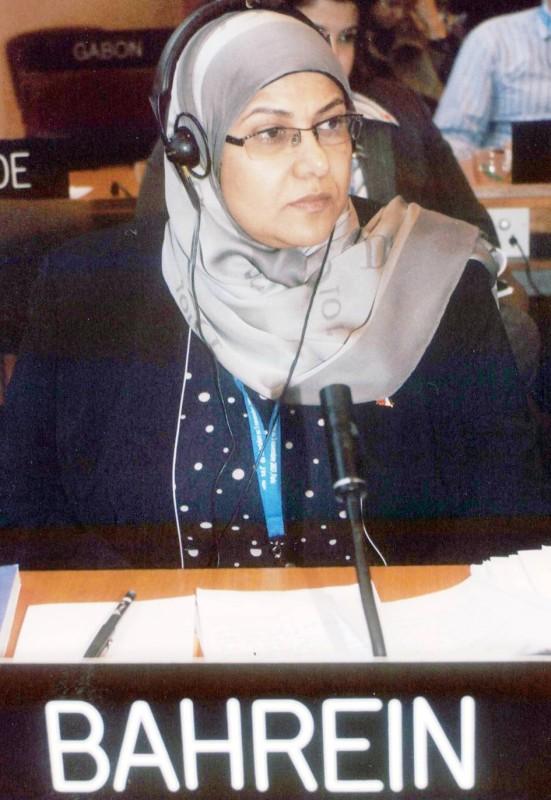 الخاجة ممثلة البحرين في أحد المؤتمرات الدولية.