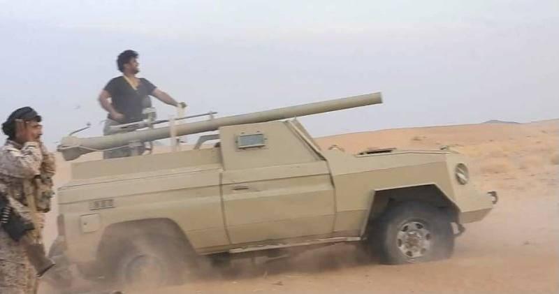 عنصران من الجيش اليمني