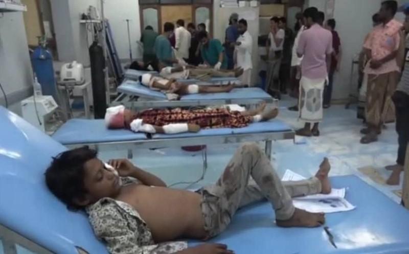 أطفال بين ضحايا الألغام الحوثية في الحديدة أمس.