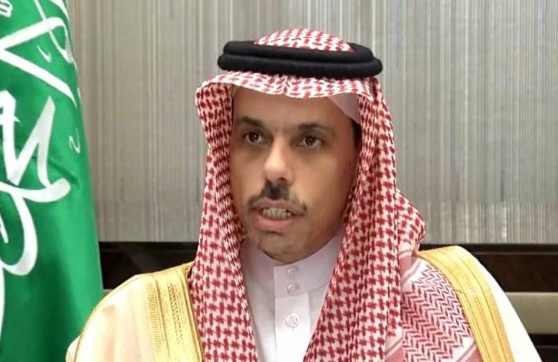 وزير الخارجية ملقيا كلمة المملكة