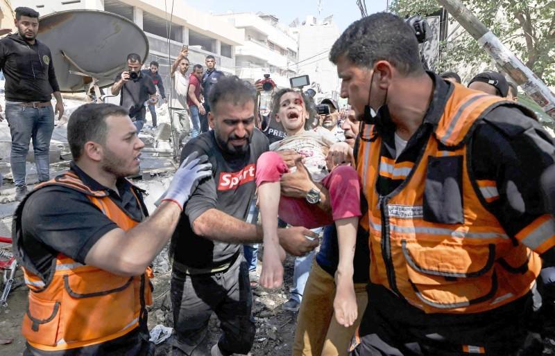 طفلة جريحة جراء القصف العدواني الإسرائيلي