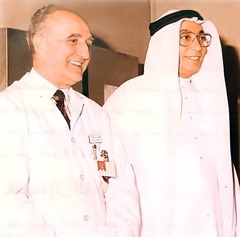 ملائكة مع رئيس قسم أمراض النساء والولادة بمستشفى قوى الأمن.