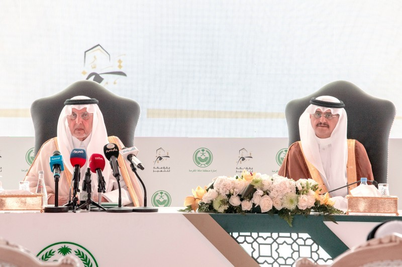 الأمير خالد الفيصل خلال إعلان الفائزين بجائزة مكة للتميز أمس. (تصوير: مديني عسيري)