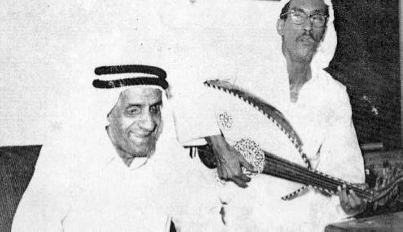 الفضالة مع زميله الفنان سعود الراشد في جلسة طربية.