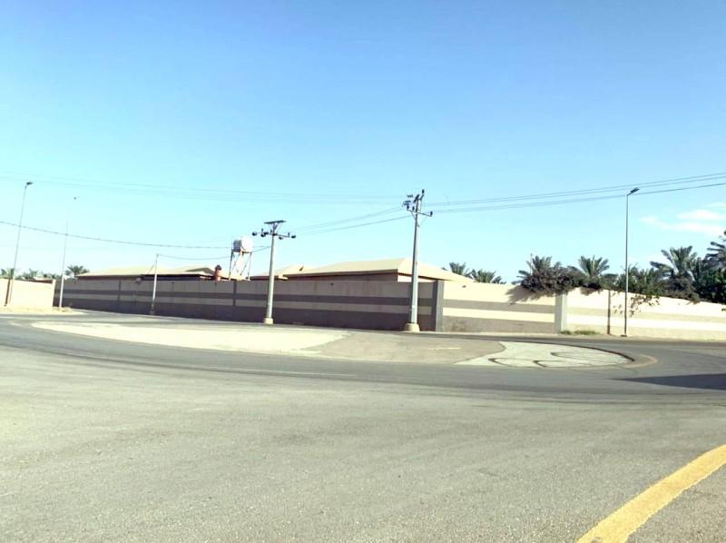 تقاطع خطير بحاجة إلى تدخل المرور والبلدية . (تصوير: المحرر)