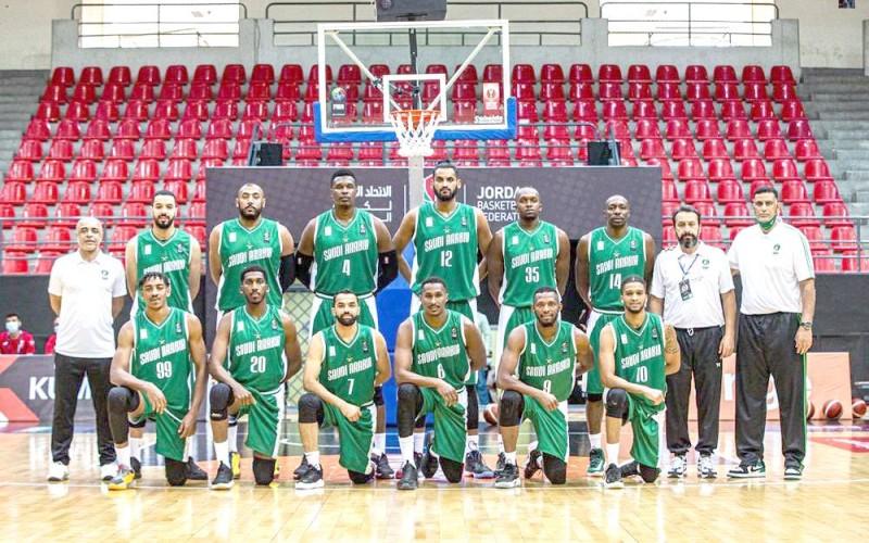 أبطال المنتخب السعودي لكرة السلة.  (مواقع التواصل)