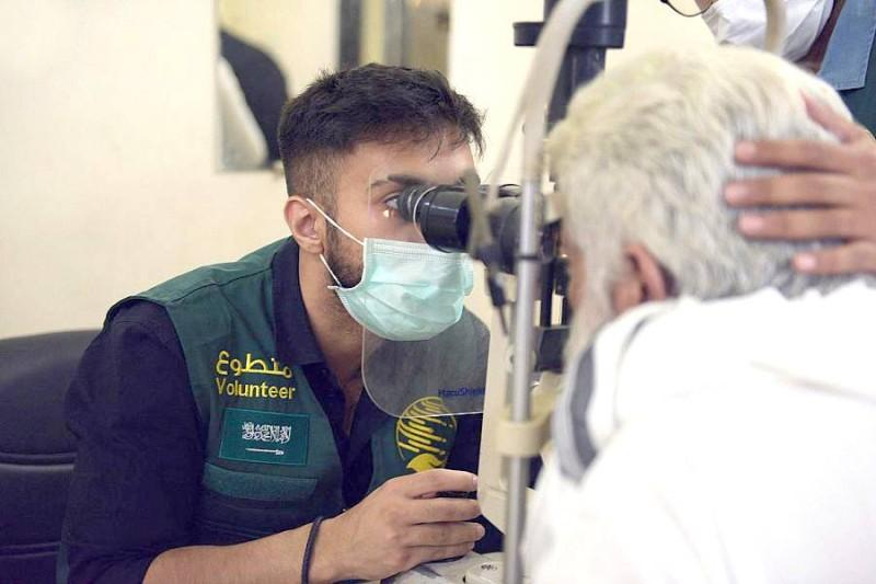 المركز يختتم حملتيه الطبيتين التطوعيتين الأولى والثانية لمكافحة العمى في باكستان. (واس)