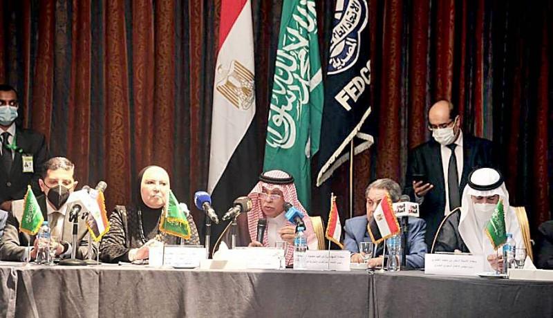 وزيرا التجارة في السعودية ومصر خلال اللقاء برجال الأعمال. (واس)