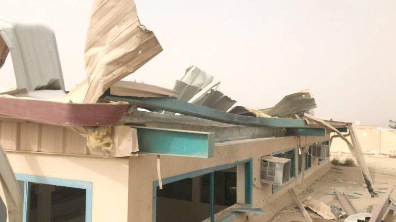 جانب من اثار الاستهداف الحوثي لإحدى مدارس منطقة عسير.  (واس)
