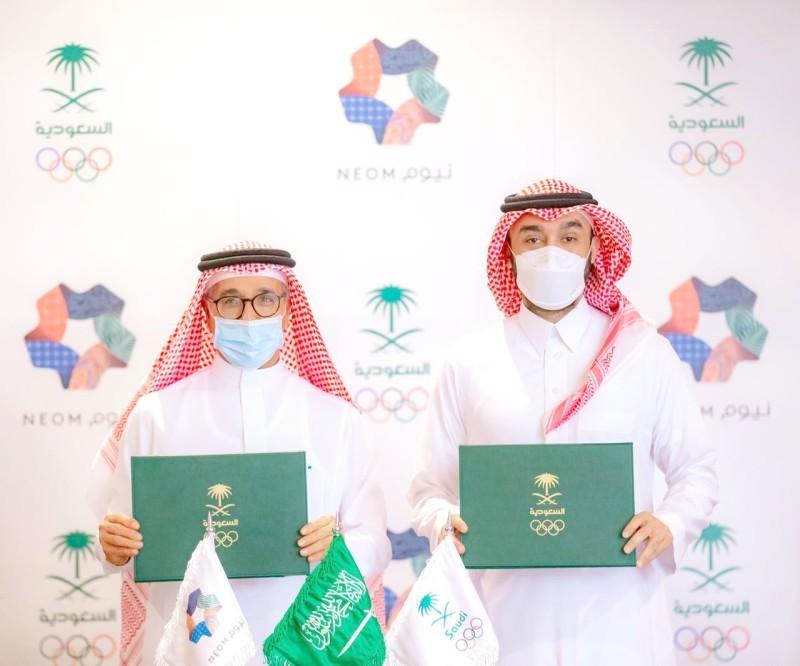 رئيس اللجنة الأولمبية العربية السعودية الأمير عبدالعزيز بن تركي الفيصل والرئيس التنفيذي لشركة نيوم المهندس نظمي النصر.  (اللجنة الأولمبية)