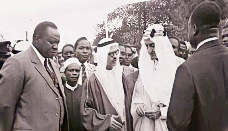 الخريجي بين الفيصل وعيدي أمين في أوغندا عام 1972م.