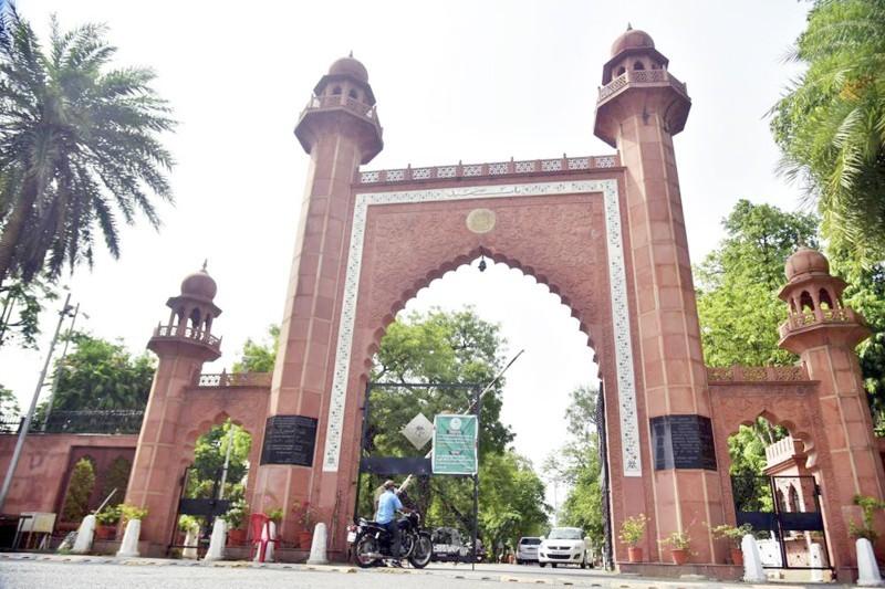 جامعة أليغاراه الإسلامية في الهند نعت 12 من علمائها الذين توفوا بكوفيد.