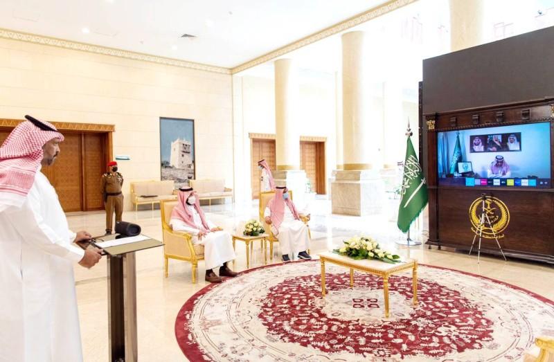 الأمير حسام بن سعود خلال تدشينه اليوم العالمي لمكافحة المخدرات. (علاقات الإمارة)