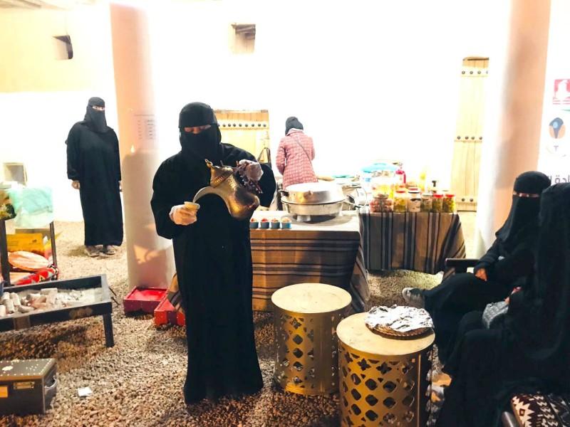 أنا بنت الكرم وحفيدة حاتم الطائي وقهوتي أساس ضيفتنا حياكم يا بعد حيي. (تصوير: بشير الزويمل)