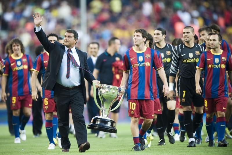 ليونيل ميسي يضع الرئيس لابورتا في مأزق حقيقي بعد انتهاء عقده رسميا مع برشلونة.