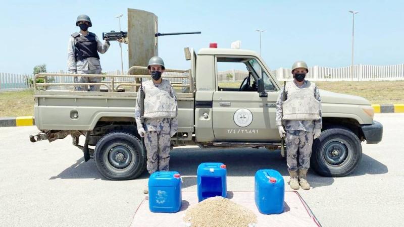 كميات من المخدرات التي ضبطها رجال حرس الحدود في الشرقية وتبوك. (موقع الحرس)