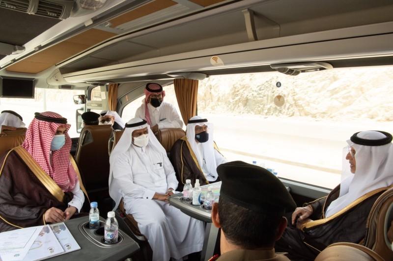 أمير مكة يتفقد جاهزية المواقع لاستقبال ضيوف الرحمن في منى وعرفات (إمارة مكة - «تويتر»)