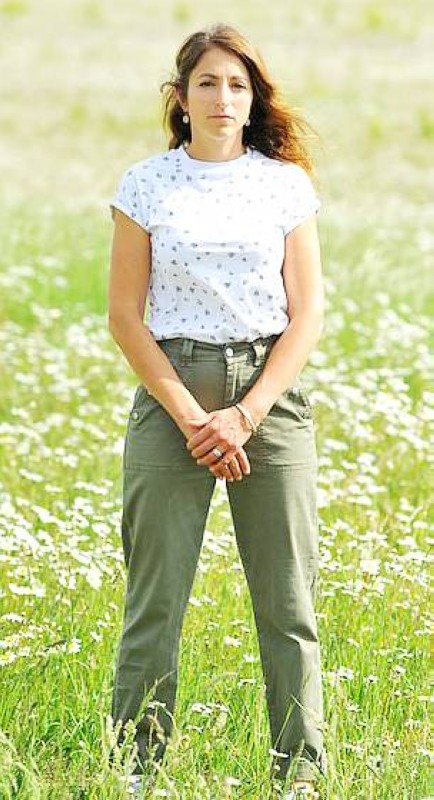 موللي كينغرلي إحدى أبرز الداعين الى عدم تلقيح الأطفال في بريطانيا.