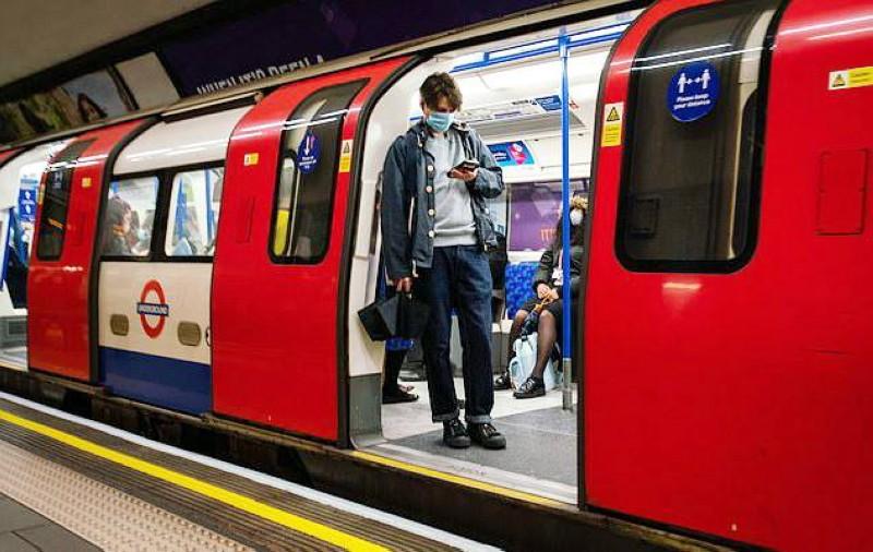خدمات مترو لندن تضررت من قرارات العزل الصحي.