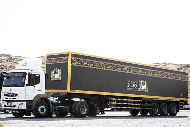 شاحنة مطلية بمواد حافظة لحماية الكسوة من الضرر والتمزق. (واس)