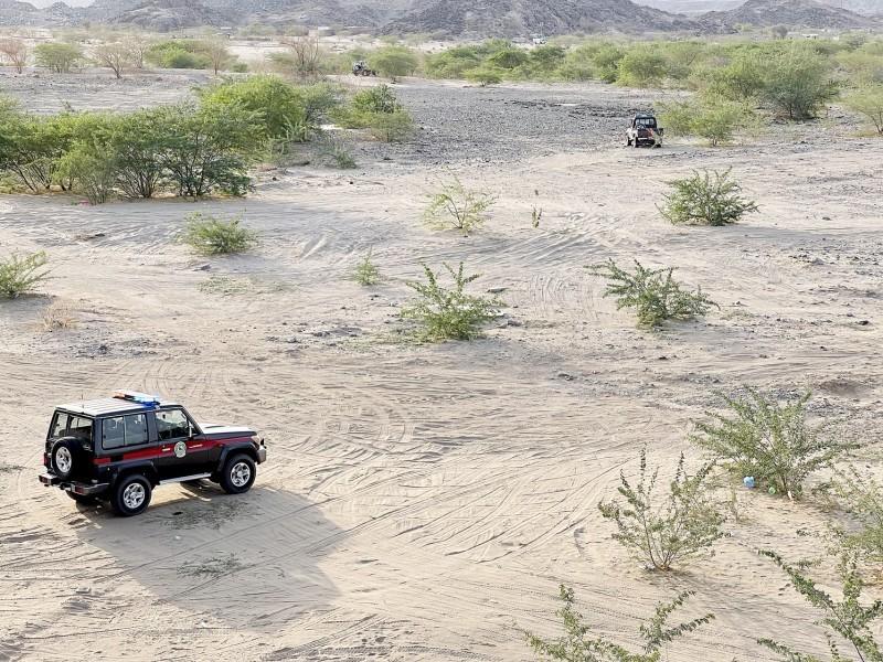 سيارة المنظومة الوقائية تتمركز في أحد المواقع.  (تصوير: مديني عسيري)