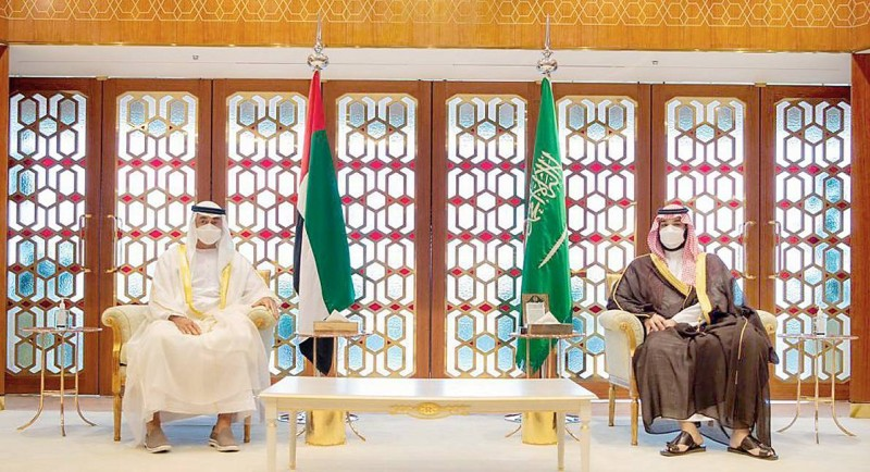 ولي العهد والشيخ محمد بن زايد يبحثان دعم وتطوير التعاون الثنائي.   (واس)