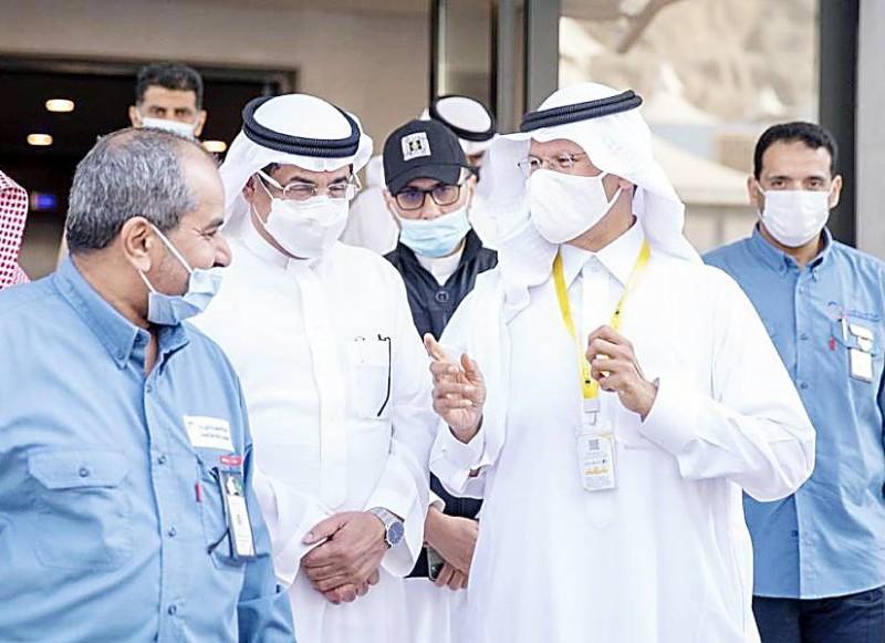 وزير الطاقة ووزير الحج المكلف يتفقدان خدمات الكهرباء المقدمة في المشاعر.