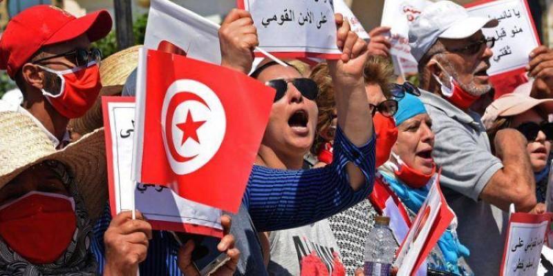 متظاهرون تونسيون ينتفضون ضد الإخوان. (متداولة)