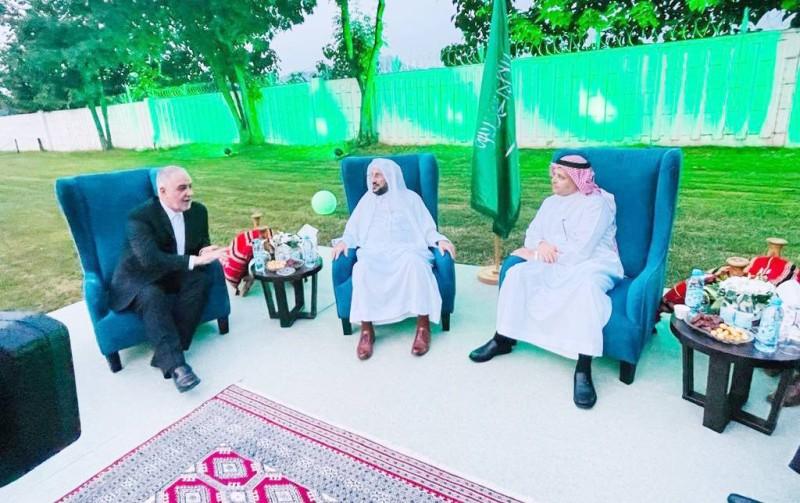 الأحمدي وآل الشيخ خلال الاحتفالية.(عكاظ)