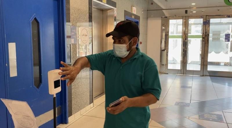 تطبيق إجراءات دخول مشدده شهدتها الأجهزة الحكومية والقطاع الخاص بالمنطقة الشرقية (تصوير: محمد الشهراني mffaa1@)