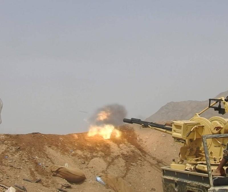 قوات من الجيش اليمني تتصدى للانقلابيين في مأرب.