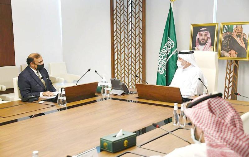 الربيعة يلتقي مدير مركز الأمم المتحدة لمكافحة الإرهاب جهانجير خان.