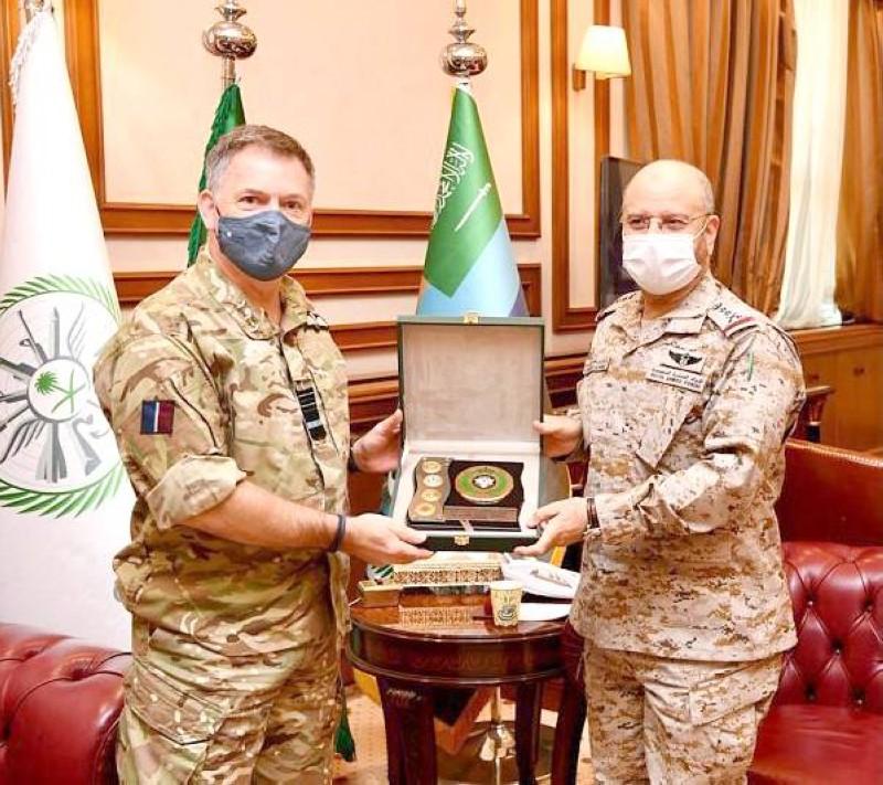 رئيس هيئة الأركان العامة يستقبل كبير مستشاري الدفاع في المملكة المتحدة لشؤون الشرق الأوسط وشمال أفريقيا.