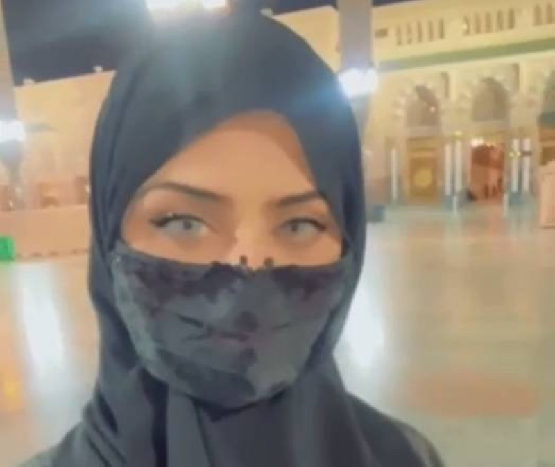 نيرمين محسن ترتدي الحجاب