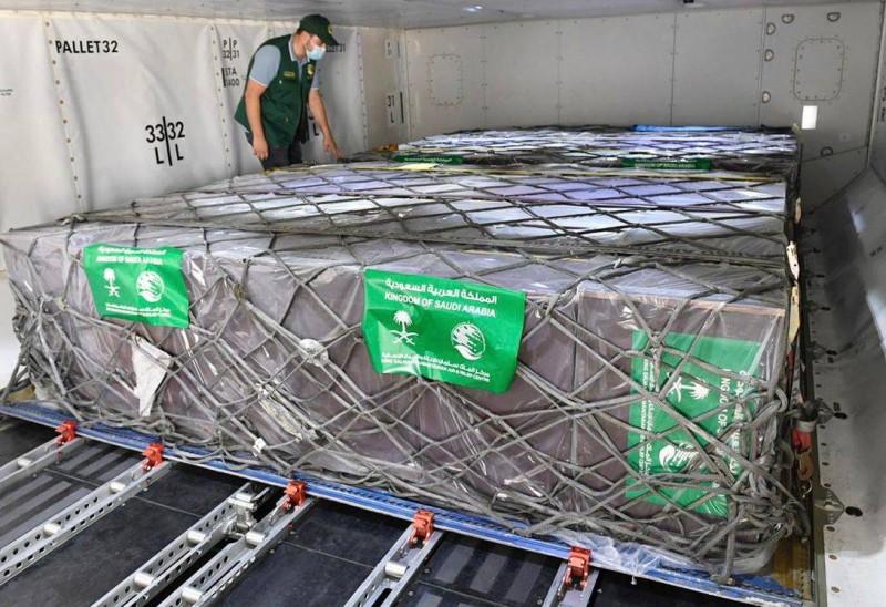 أولى شحنات الأكسجين الطبي ضمن المساعدات السعودية لتونس (واس)
