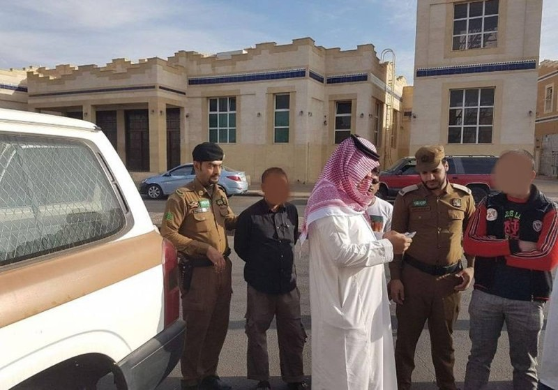 رجال أمن في عمليات لمتابعة مخالفي أنظمة الإقامة والعمل وأمن الحدود