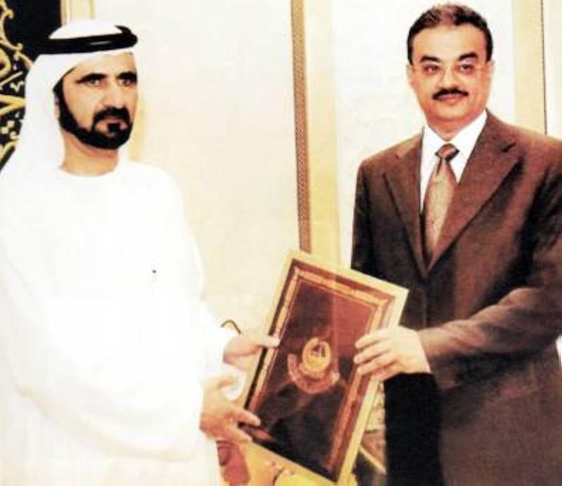الشيخ محمد بن راشد يكرم الدكتور كلداري.