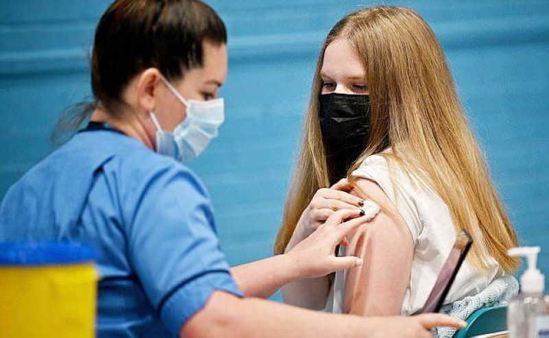 هل سيوافق الآباء البريطانيون على تطعيم صغارهم؟ (وكالات)