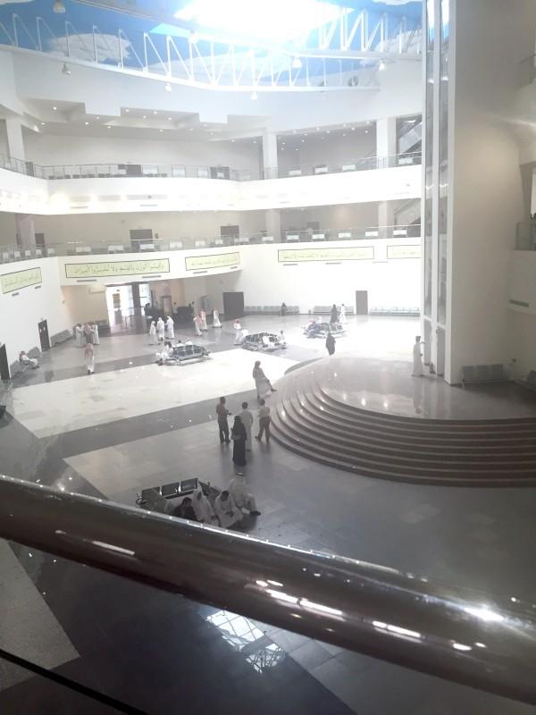داخل مقر المحكمة الجزائية في جدة. (عكاظ)