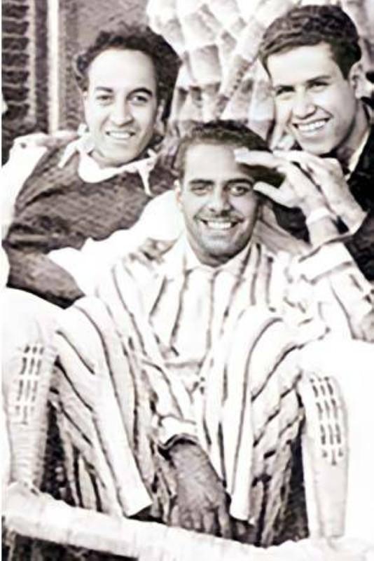 المنقور برفقة زميليه حمد الخويطر وعبدالرحمن أبا الخيل في القاهرة.