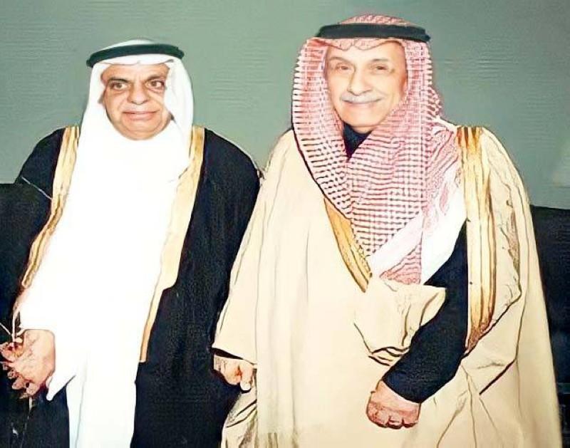 المنقور مع الشيخ جميل الحجيلان الأمين العام السابق لمجلس التعاون الخليجي.