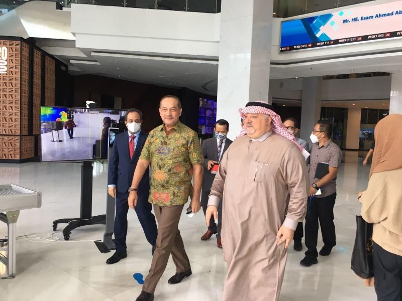 جانب من لقاء السفير الثقفي بالإعلاميين الإندونيسيين.