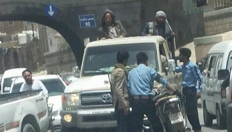 مسلحون حوثيون في اعتداءات سابقة على شرطي المرور.