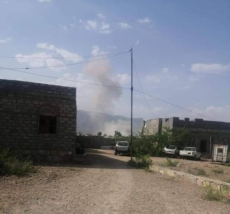 صاروخ حوثي يستهدف مقر اللواء 115 في لودر بمحافظة أبين دون خسائر.