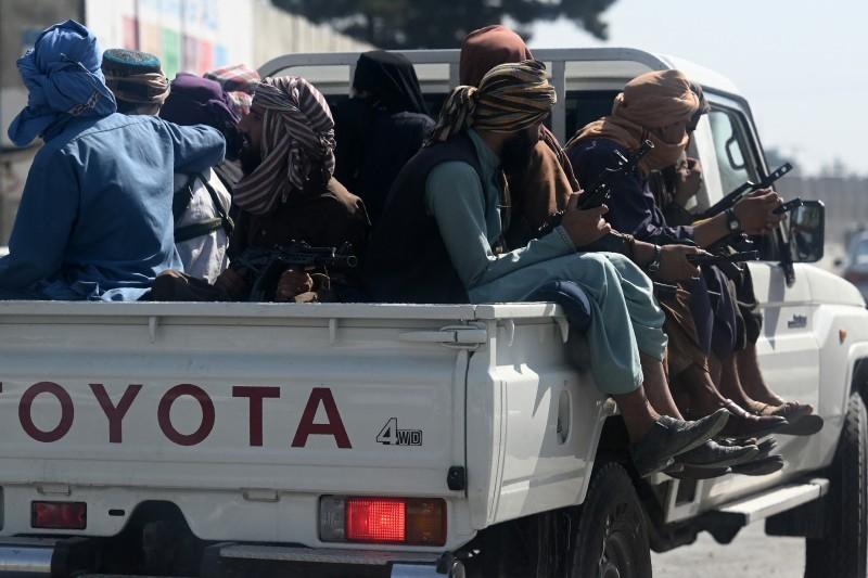 مسلحون من طالبان في شوارع العاصمة.
