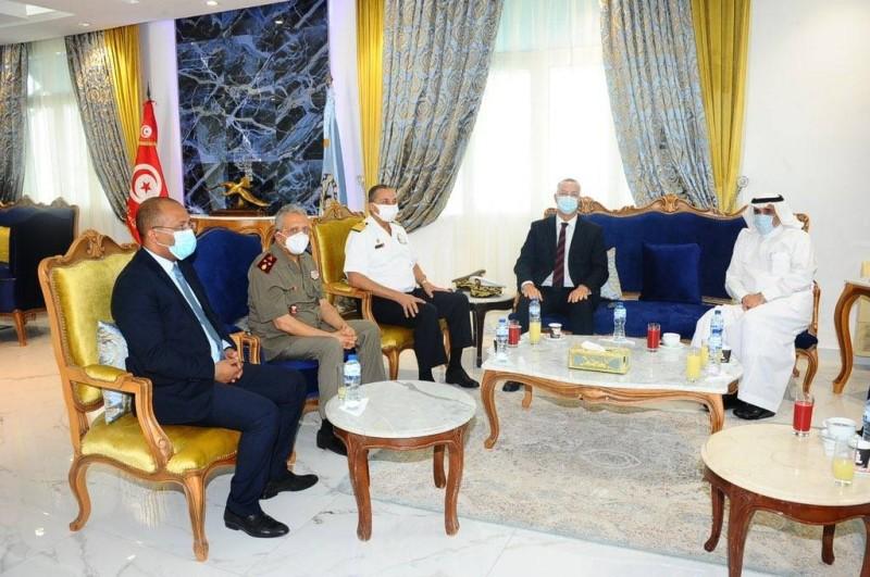 السفير السعودي في تونس ملتقيا المسؤولين التونسيين
