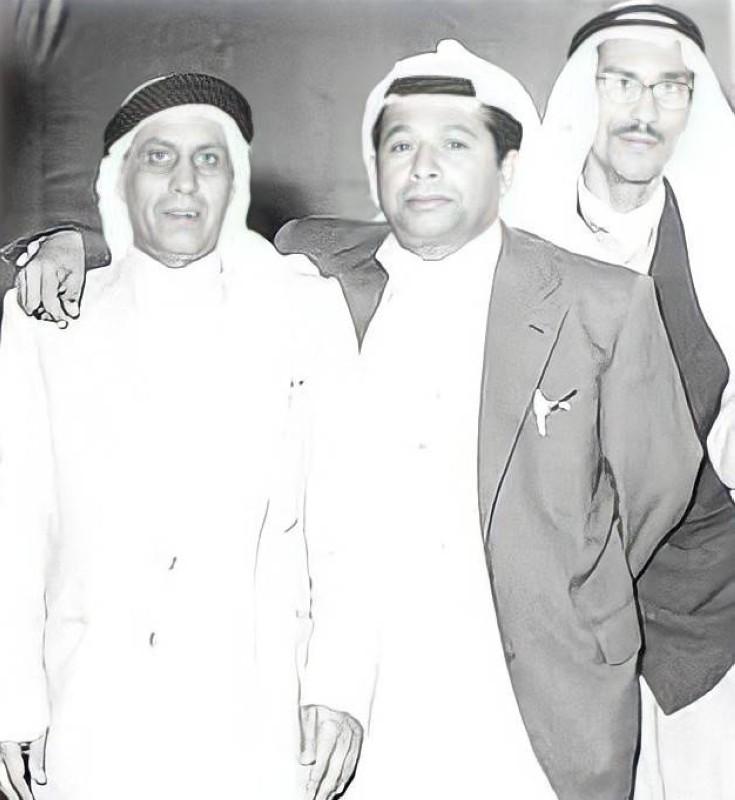 الرومي في الوسط مع الملحن أحمد الزنجباري وخلفهما الفنان سعود الراشد في السبعينات.