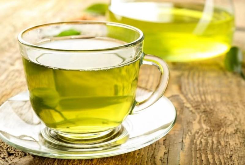 مشروب الشاي الأخضر.