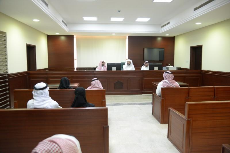 جلسة قضائية في إحدى المحاكم السعودية (عكاظ)