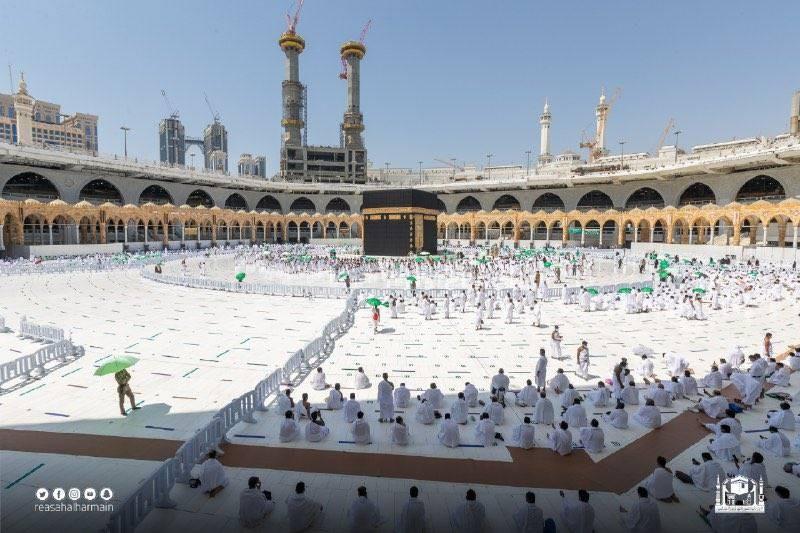 المعتمرون والمصلون في الحرم المكي ظهر اليوم الجمعة (رئاسة شؤون الحرمين)